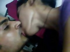 Indian, Kissing